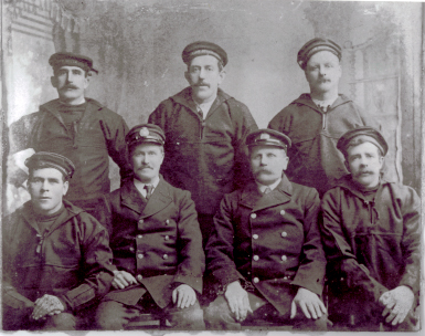 Crew of the South Arklow LV., Guillemot, 1917.