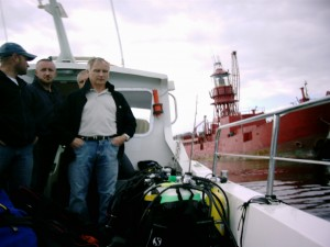 Divers return to Arklow. Decomissioned lightvessel Skua in background.